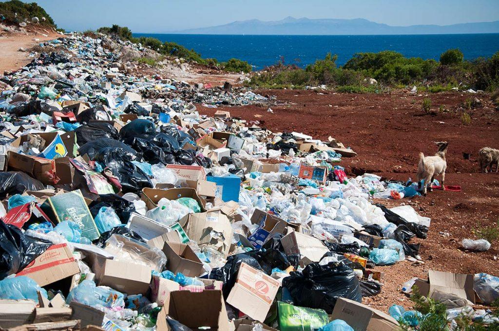 Plastik nad morzem