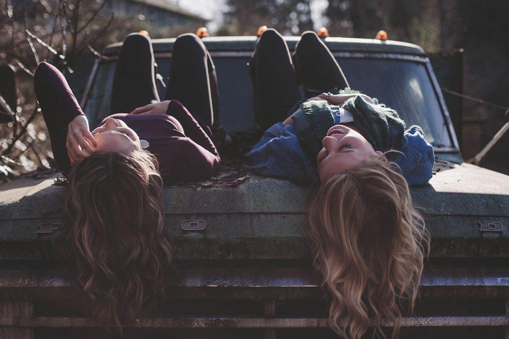 przyjaźń nastolatek